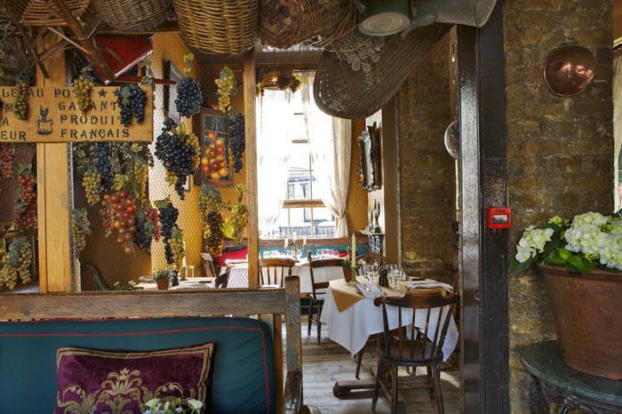 Romantic French restaurant, La Poule Au Pot